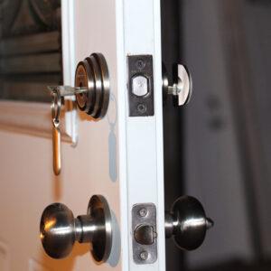 Ușă principală securizată în 4 puncte
