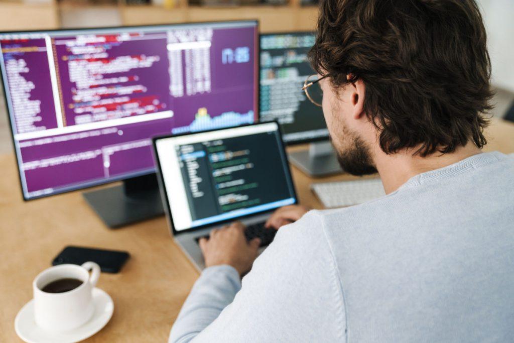 De ce prefer un job în producție decât unul în IT?