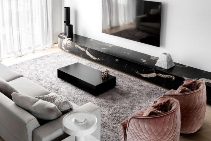 Frumusețea pietrei naturale din casa modernă de familie