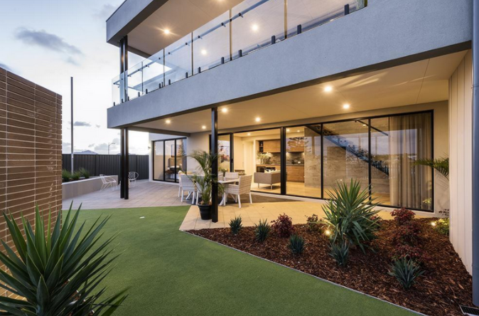 O casă cu niște caracteristici exterioare și interioare superbe
